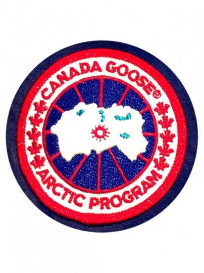 カナダグースのブランドロゴ