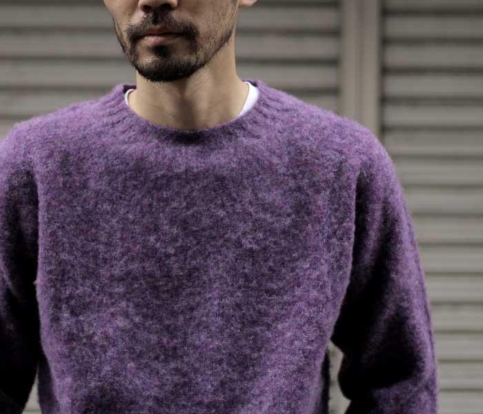紫色のハーレーオブスコットランドのニット