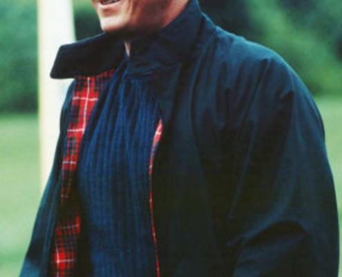 スティーブマックイーンが着用しているネイビーのハリントンジャケット