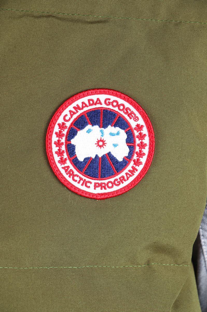 カナダグースの胸元につくパッチ