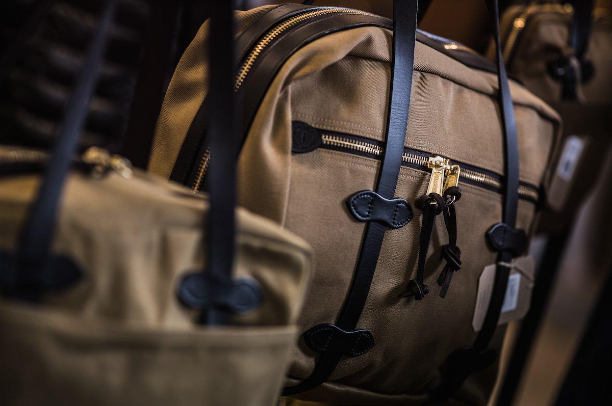 フィルソンのバックはブライドルレザー×オイルドフィニッシュの最高の素材使い。