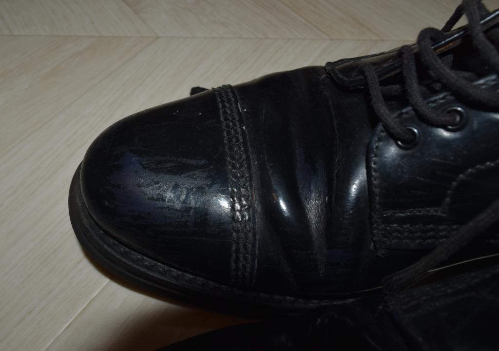 サンダースの革靴のつま先