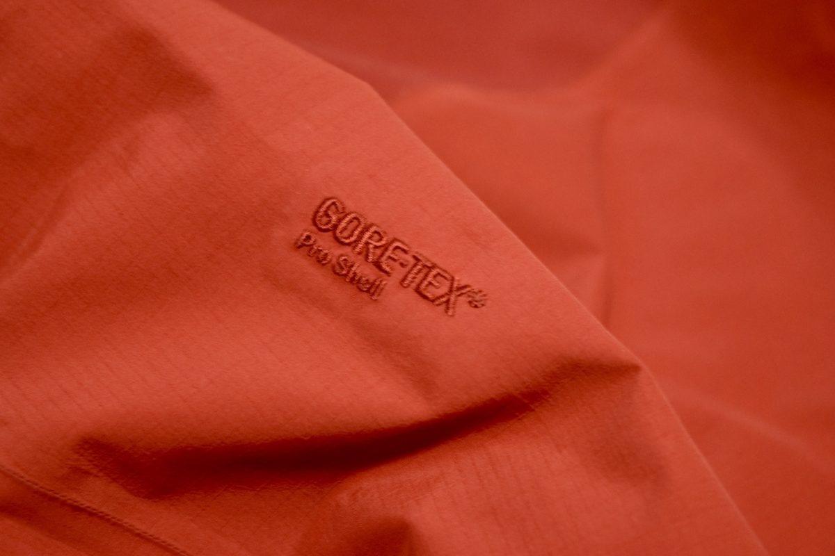ゴアテックスジャケットの経年劣化例と長く使う為のケア方法「アークテリクス編」