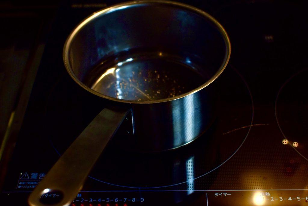 鍋で沸騰させているお湯