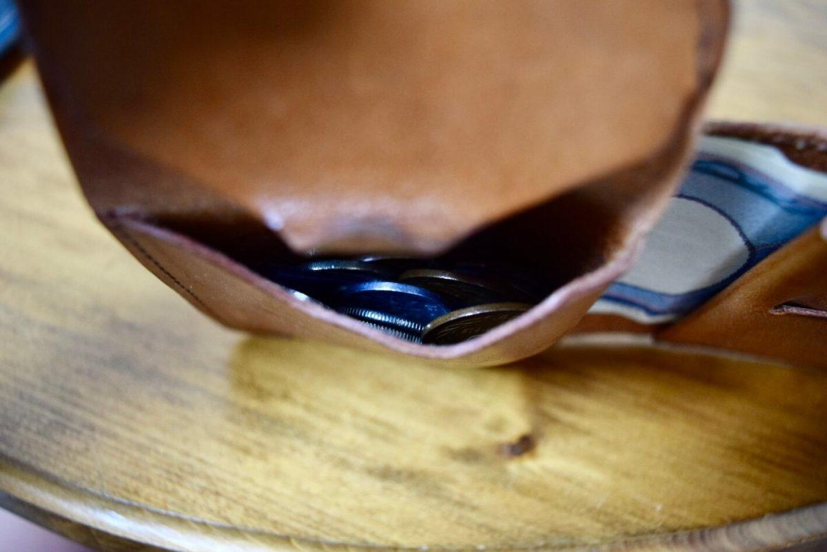 小銭入れの上からの写真