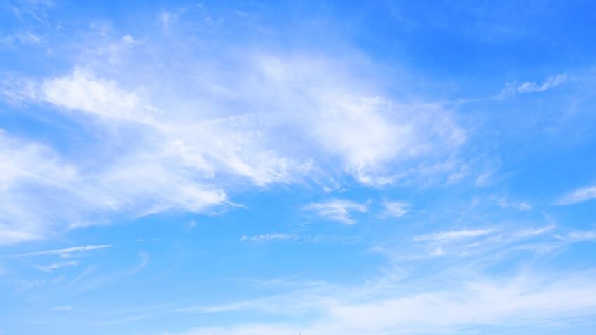 排気ガスのない真っ青な空