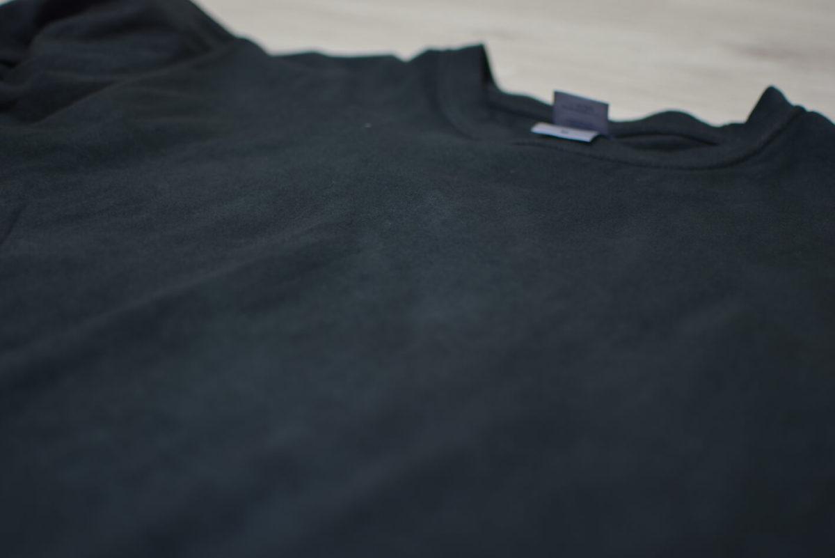 黒色シャツの生地感