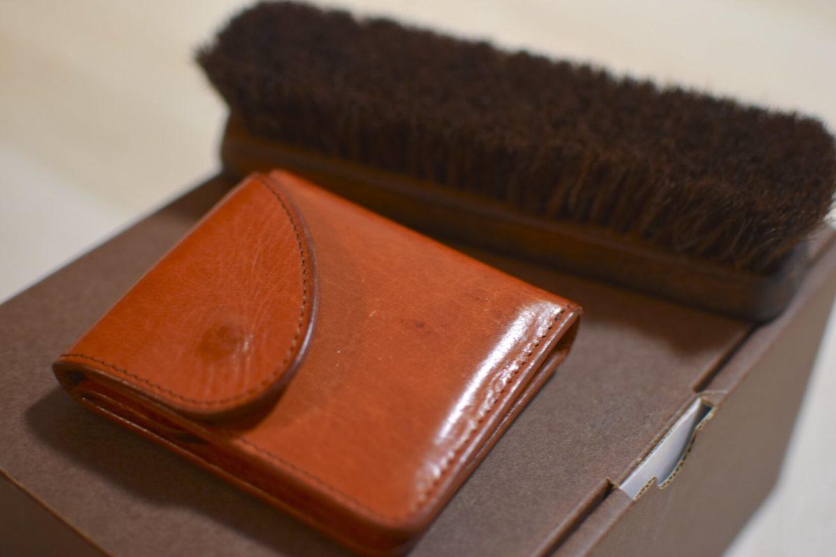 エンダースキーマーの財布とブラシ
