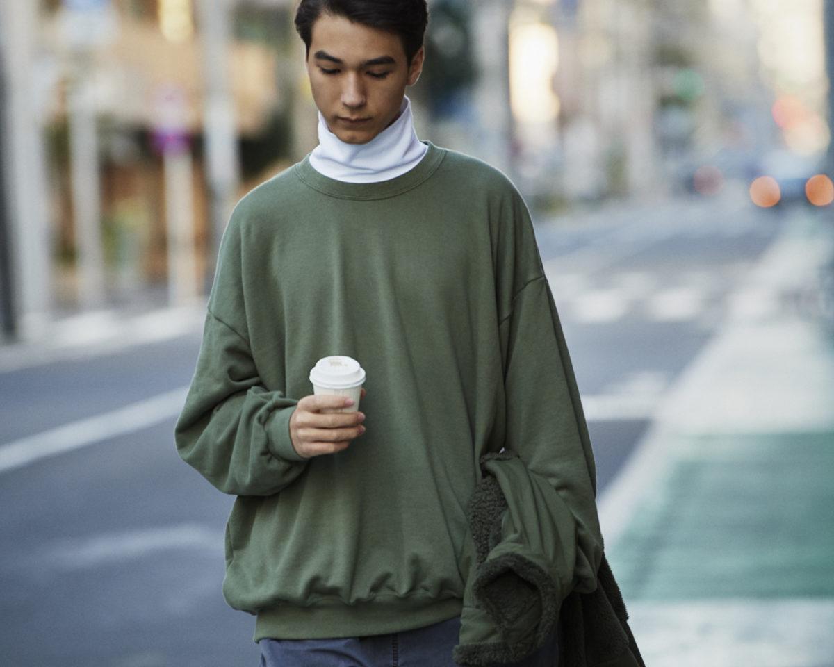 久米繊維のビッグスエットをモデルが着用