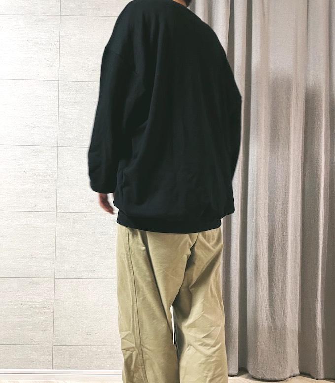 久米繊維のビッグスウェットを着用