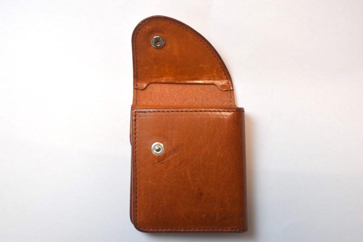 エンダースキーマの財布のスナップボタン