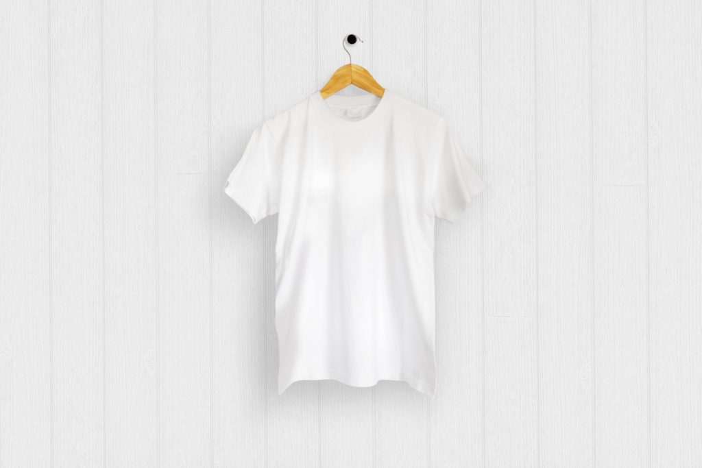 半袖の白Tシャツ