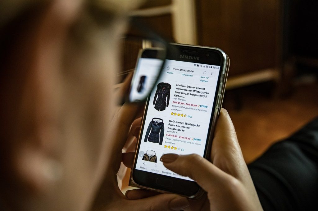 携帯でオンラインショッピング