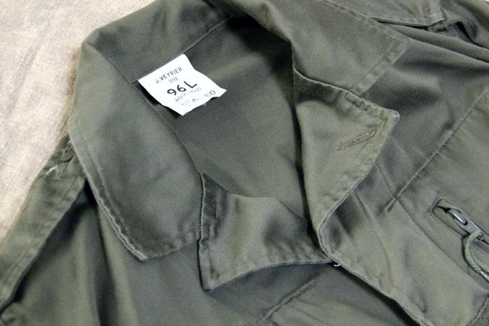 ミリタリージャケットの襟部分