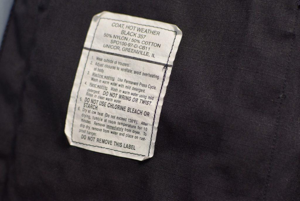 BDUジャケットの内側のタグ
