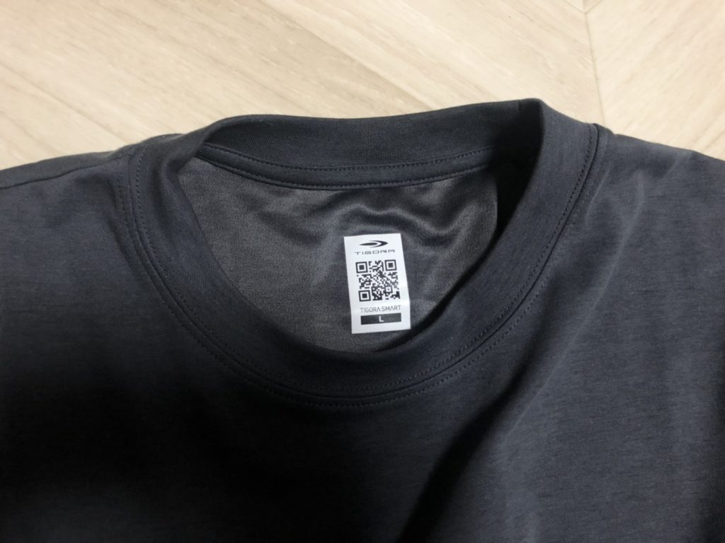 ティゴラスマートシャツの襟元
