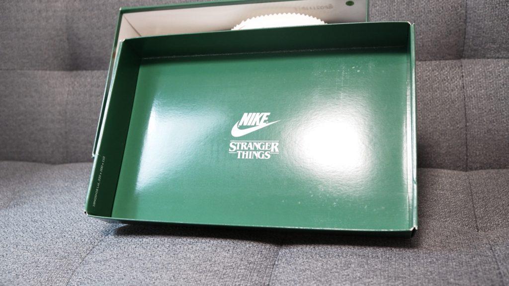 ストレンジャー・シングス×ナイキコラボの外箱3